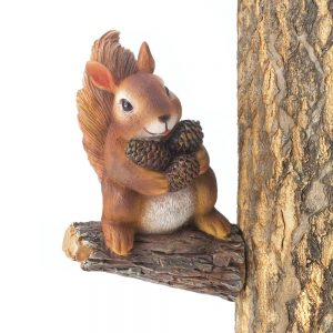 Gathering Squirrel Garden Decor Statue